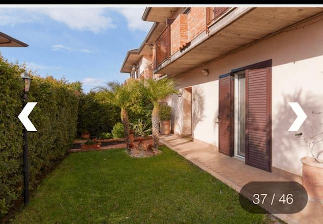 Pm 064 Camporotondo Etneo Villa a schiera angolare elegante su tre elevazioni