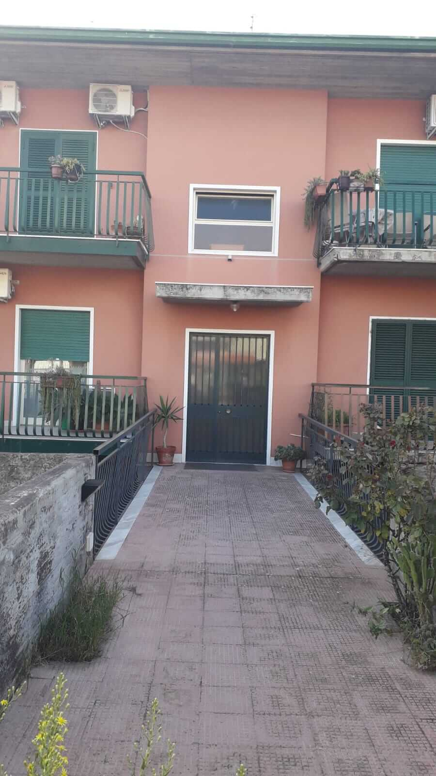 PM 082 San Pietro Clarenza appartamento 5 vani su tre elevazioni OTTIMO STATO